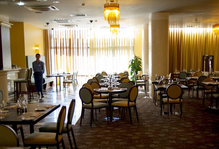 В Узбекистане от пандемии сильнее всего пострадали гостиничный бизнес и сфера питания