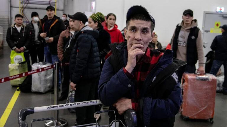 Гордые, но безработные. Почему россияне не спешат замещать мигрантов на рынке труда